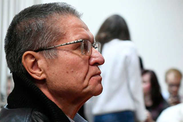 Эксперты не нашли провокации в поведении Сечина при даче взятки Улюкаеву