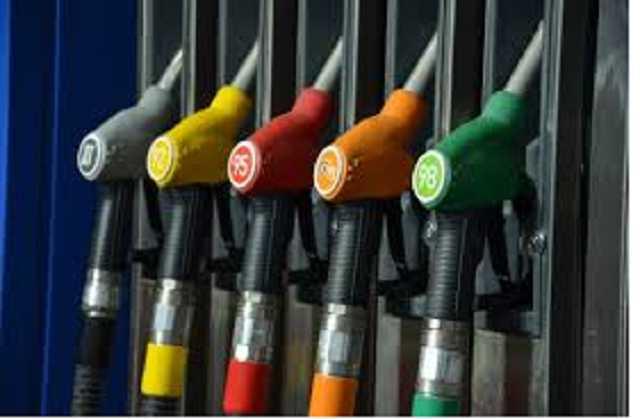 Железнодорожники попались на краже топлива в АТО: сливали по 300 литров за раз
