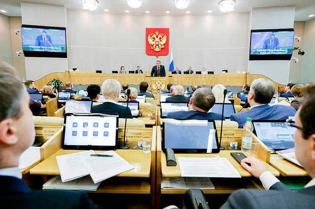 Дума отложила рассмотрение закона о лжи в соцсетях до 2018 года
