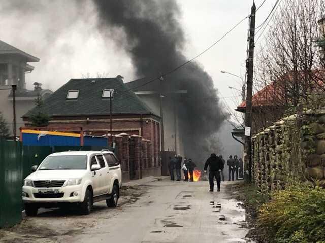 Активисты штурмовали дом Ставицкого