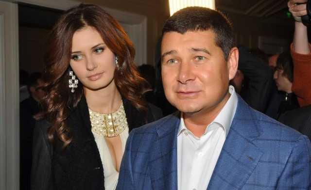 Беглые нардепы Онищенко и Клюев лично выписывают помощникам зарплаты