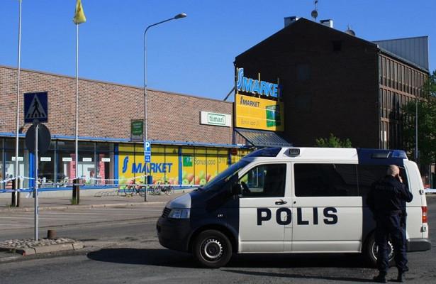 У финской журналистки провели обыск по делу о разглашении гостайны. Она разбила жесткий диск молотком