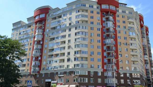 Инспектор Киевской таможни купила столичную квартиру и Mercedes-Benz