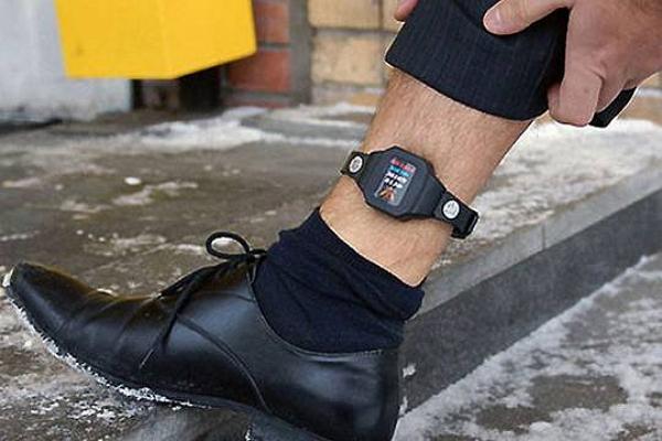 Электронные браслеты для зэков стали в России символом тюремной коррупции