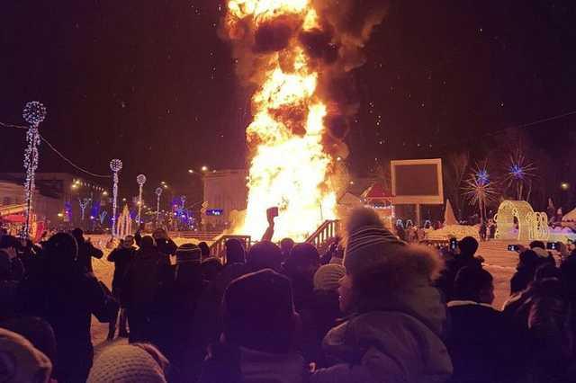 Сгоревшая на Сахалине елка была куплена властями за 5 млн рублей