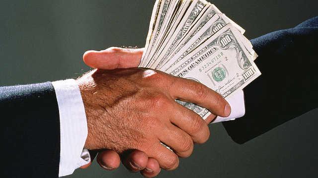 В Харьковской области разоблачили на взятке в 250 тысяч гривен главного ревизора-фискала