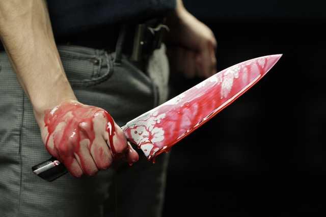 В Воронеже задержанный ранил ножом двух полицейских и сбежал