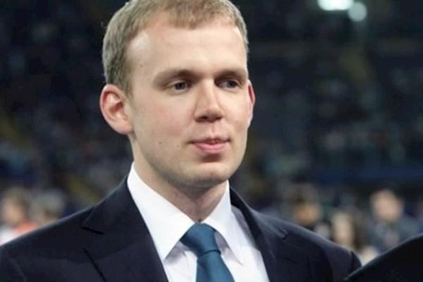 Сын Турчинова и заместитель Насирова защитили кандидатские  Беглый олигарх Курченко усилил охрану после vip перестрелки в Москве