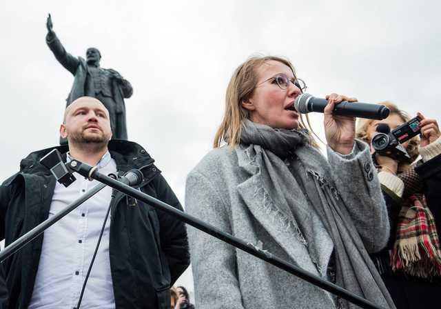 Продавец кукол-вуду с Обамой, активист «Селигера» и крымнашистка: кто собирает подписи за Собчак в регионах