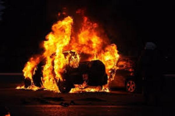 На Волыни сожгли внедорожник дочери зампреда окружного админсуда