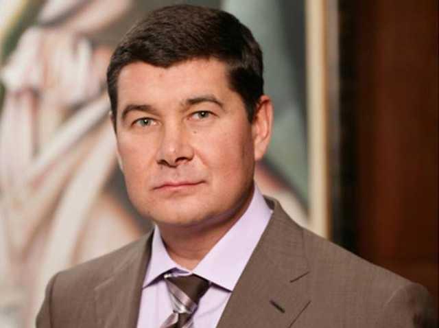 Подельник Онищенко выводит имущество из-под возможного ареста через мать