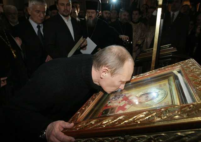 «Кодекс строителей коммунизма — это примитивная выдержка из Библии». Путин сравнил тело Ленина с мощами святых