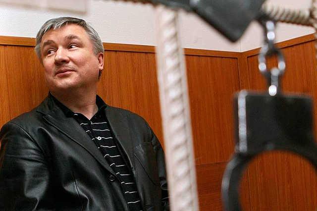 Адвокат осужденного пожизненно экс-сенатора Изместьева получил 5 лет за хищение $1,5 млн у его матери
