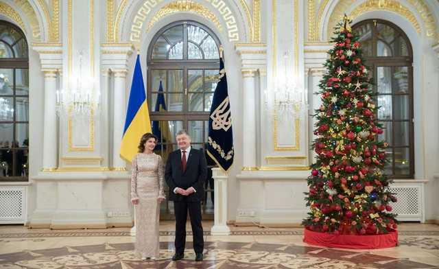 На встречу с дипломатами жена Порошенко надела платье 7-летней давности
