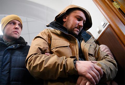 Справа: Гузер Хашукаев