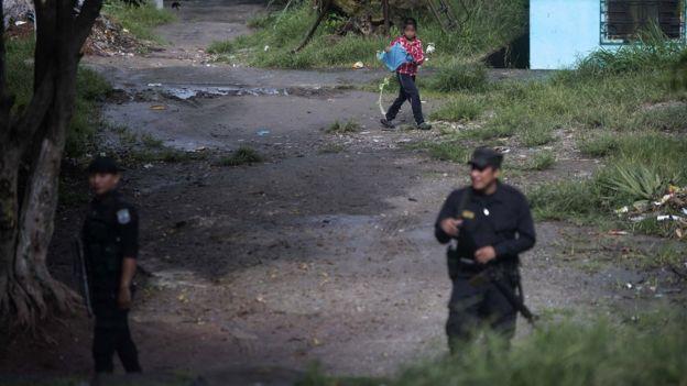 Полиция патрулирует район