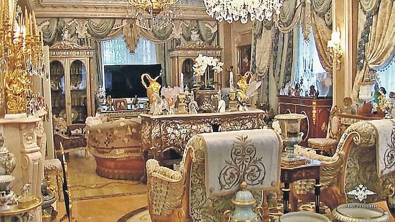 Главари криминального мира любят оформлять свои малины в стиле барокко. На фото — дом вора в законе по кличке Шакро Молодой. Фото: МВД РФ