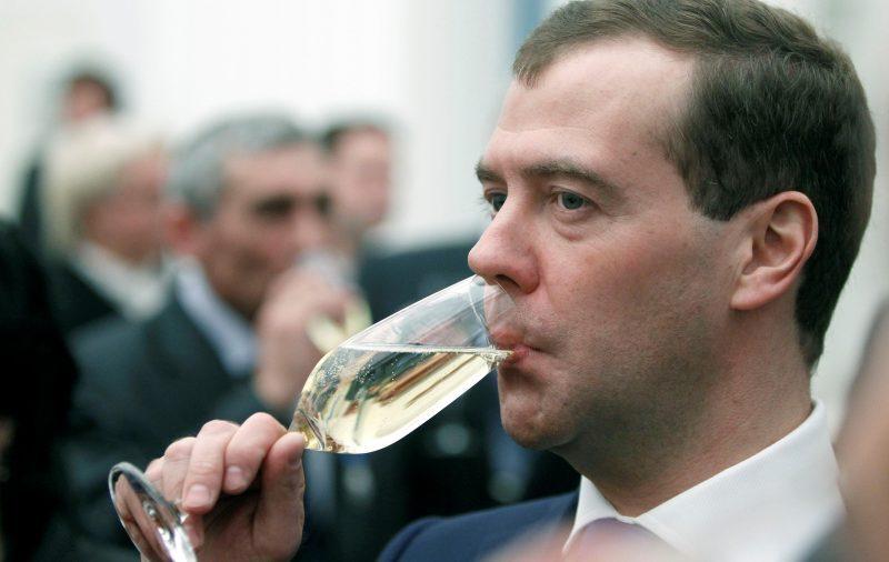 Дмитрий Медведев и алкоголь