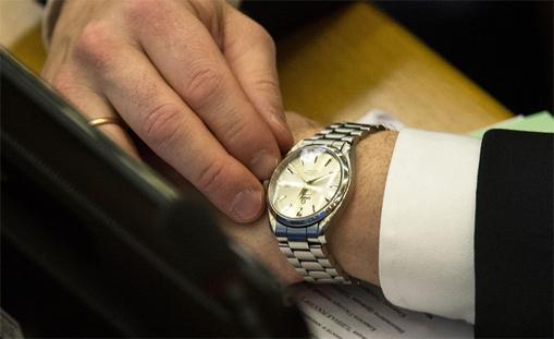 Сколько стоят часы в москве