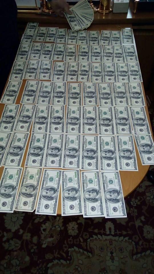 Задержаны двое судей, пытавшихся дать взятку 300 тысяч долларов главе САП Холодницкому 03