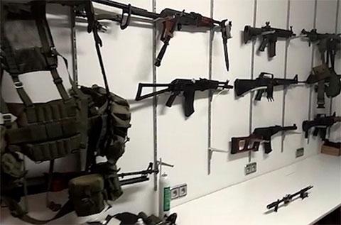 Оружейный арсенал, найденный во время обыска