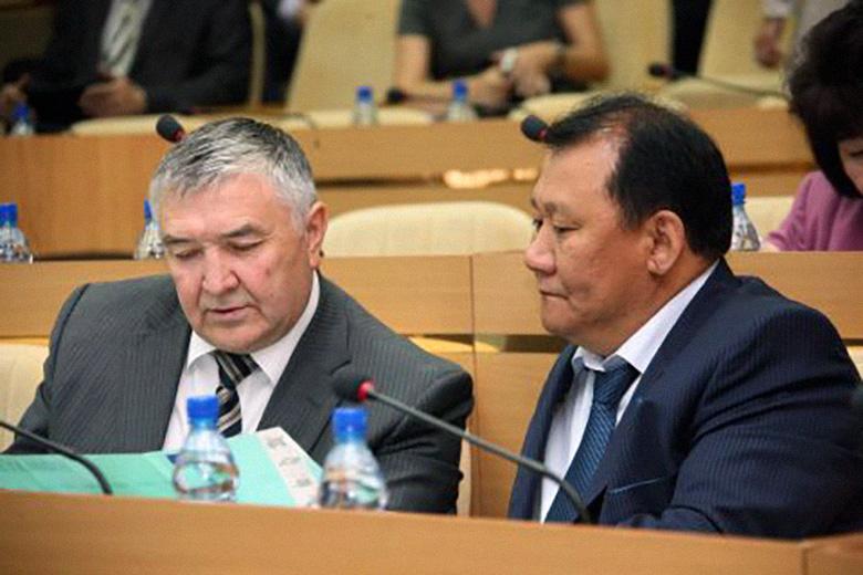 Юрий Дойников (слева)