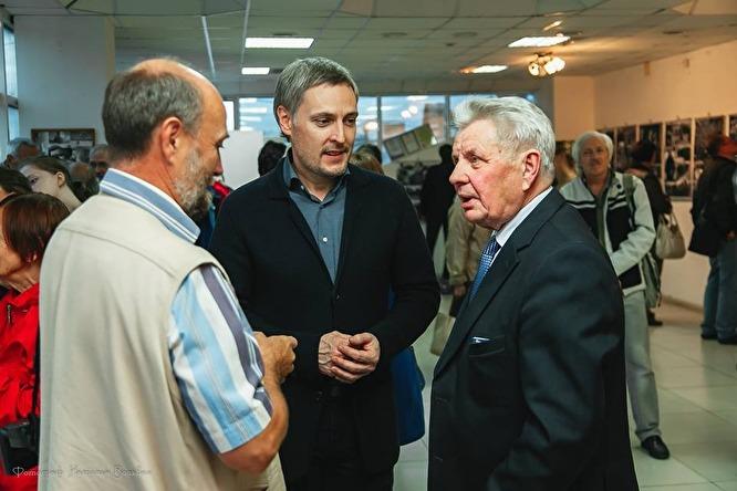 Станислав Третьяков (в центре) занимается бизнесом