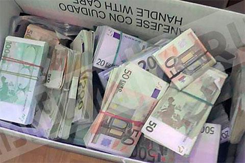 Деньги, изъятые у Григория Слабикова