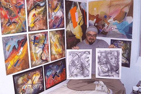 Юрий Кадамов со своими картинами