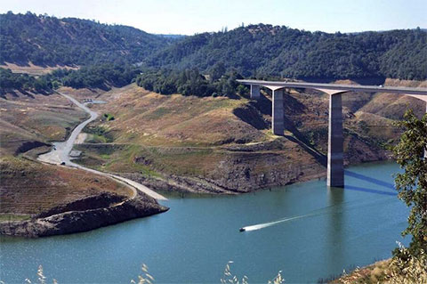 С моста Пэрротс-Ферри преступники сбросили в водохранилище тела трех из пяти своих жертв