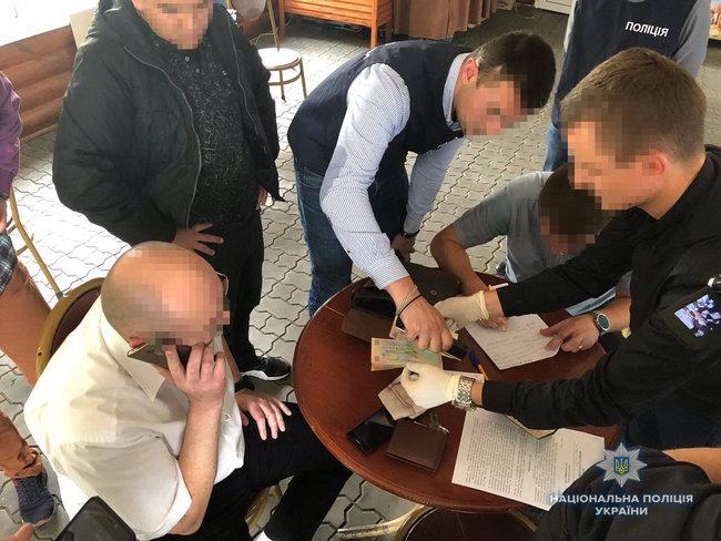 Чиновник горсовета задержан на Ривненщине при получении 13,5 тыс. грн взятки, — Нацполиция 01